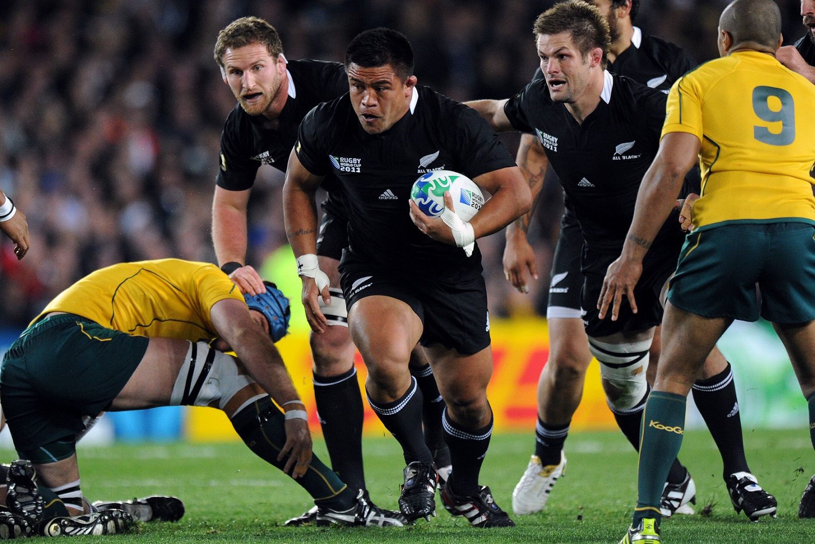 ***IRISH EDITORIAL USE ONLY***  2011 Rugby World Cup Semi-Final, Eden Park, Auckland, New Zealand 16/10/2011 New Zealand vs Australia New Zealand's Keven Mealamu with the ball Mandatory Credit ©INPHO/Photosport/Andrew Cornaga *** Local Caption ***