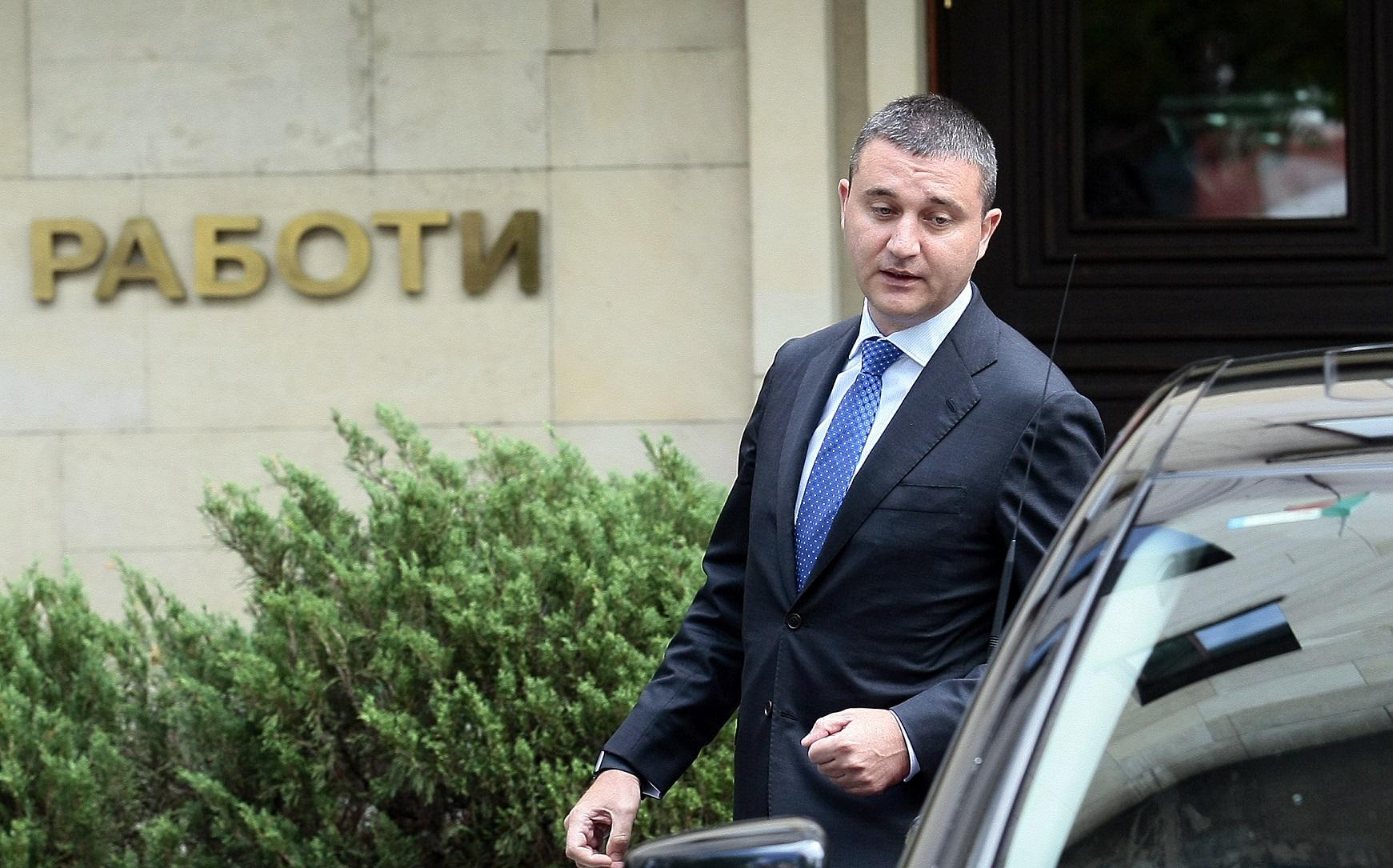 Министърът на финансите е най-доброто, с което ГЕРБ разполагат. Но то не беше достатъчно